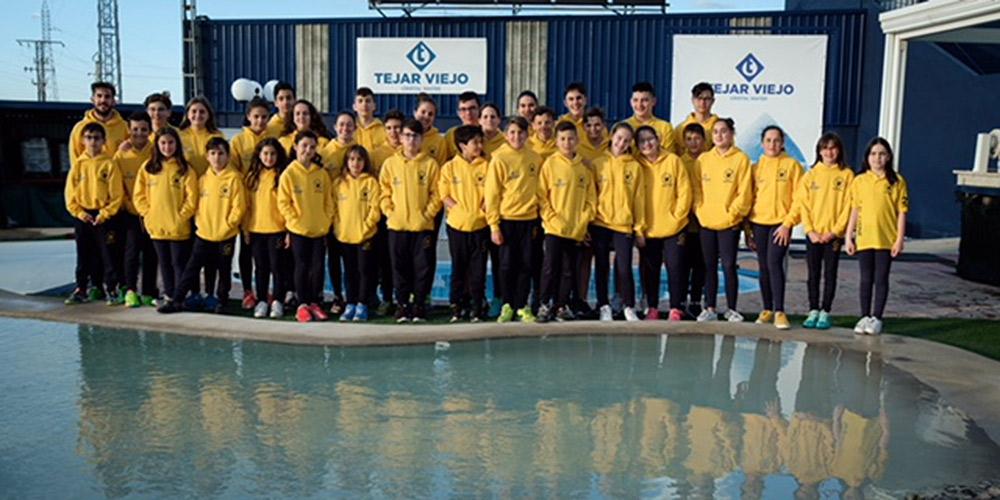 Tejar Viejo recibe la visita del Club Natación El Cisne en su 25 aniversario